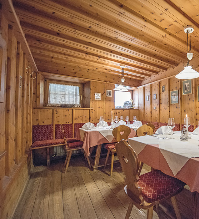 restaurant-alte-zirmstube-01